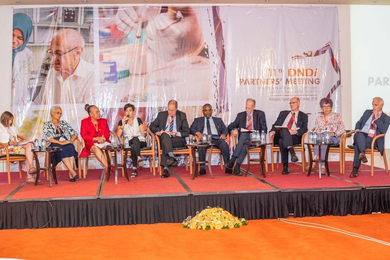 The closing panel, from left: Co-moderator Dr Marie-Paule Kieny, Chair of DNDi Board; Dr Alwyn Mwinga, patient representative, DNDi Board; Dr Margareth Ndomondo-Sigonda, NEPAD; Dr Els Torreele, MSF Access Campaign; Nevin Bradford, Cipla Africa; Dr Michael Makanga, EDCTP; Dr Dan Hartman, Bill & Melinda Gates Foundation; Dr Luc Kuykens, Sanofi; Dr Sue Kinn, DFID; and co-moderator Dr Bernard Pécoul, DNDi Executive Director.