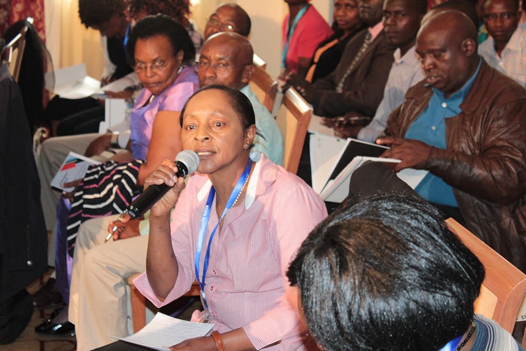 A participant provides feedback at the end of the Innovation for Access symposium organised by DNDi in Nairobi