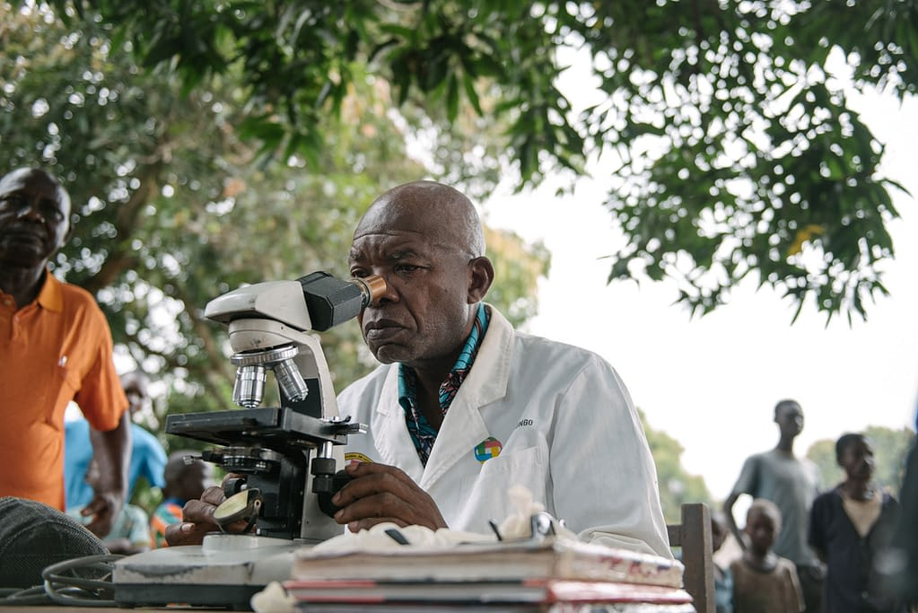 Dr Kande screening patients in DRC