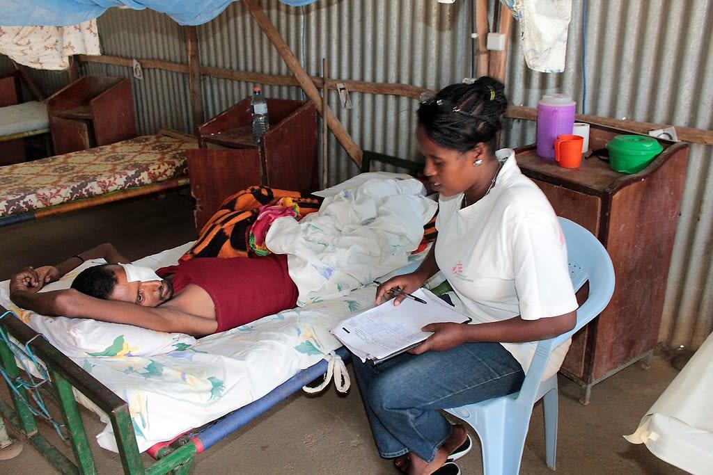 HIV-VL patient with nurse