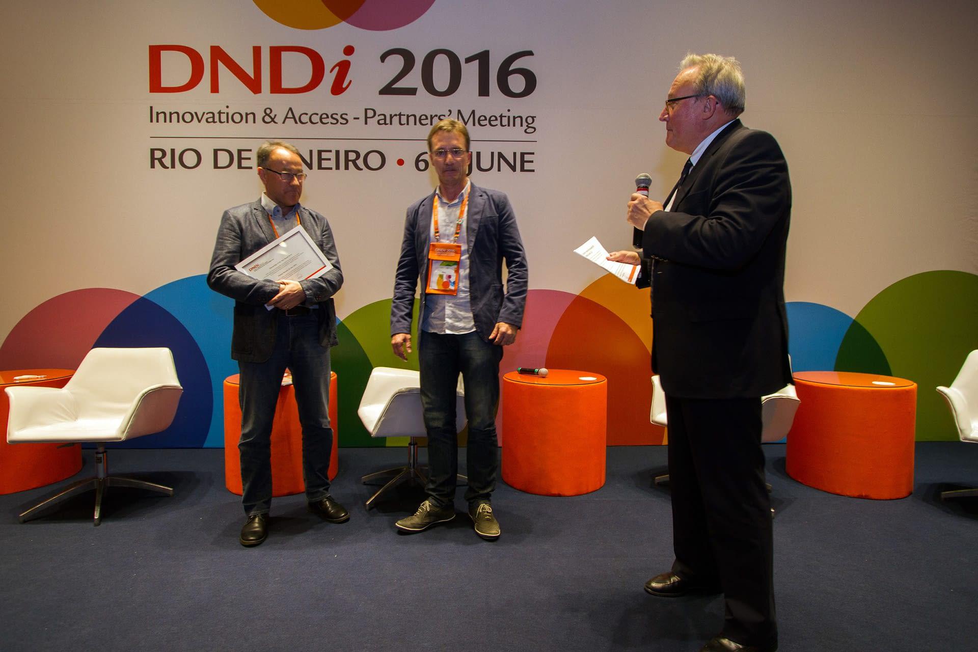 Prizegiving DNDi 2016 Partners' Meeting, Rio, Brazil